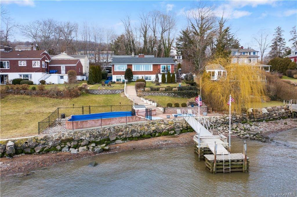27. Residential for Sale at 5 Edgewater Lane Nyack, New York 10960 United States