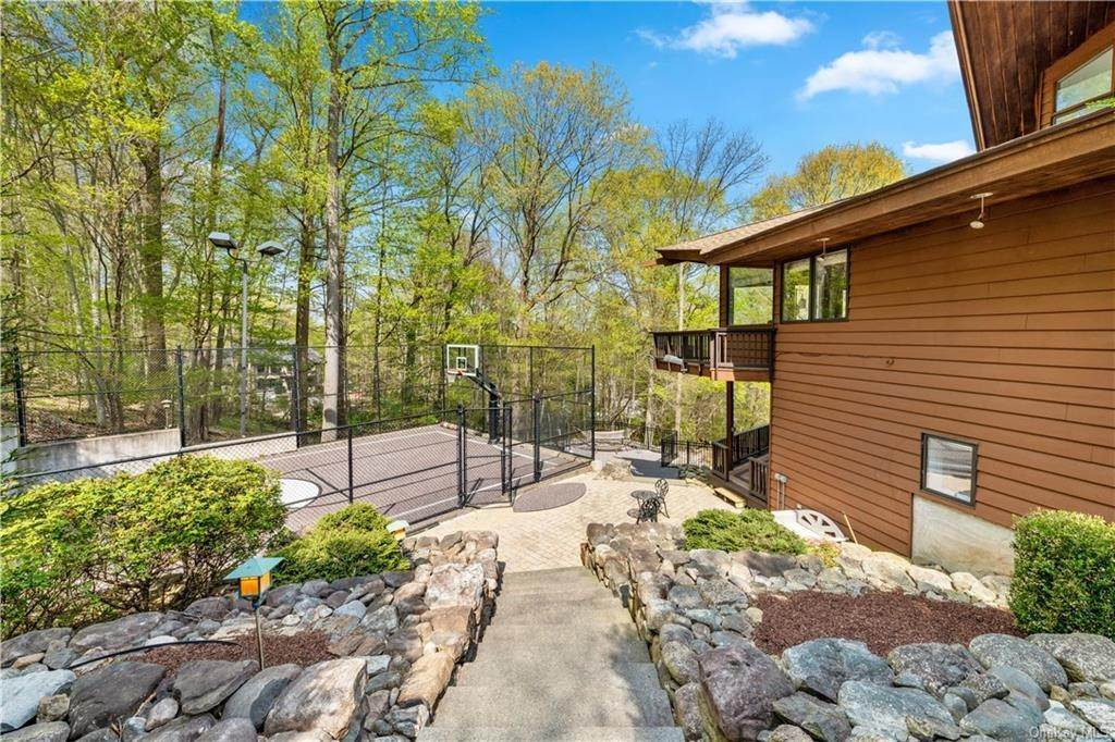 29. Residential for Sale at 354 Phillips Hill Road New City, New York 10956 United States