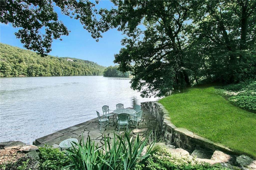 29. Residential for Sale at 17 Wee Wah Road Tuxedo Park, New York 10987 United States