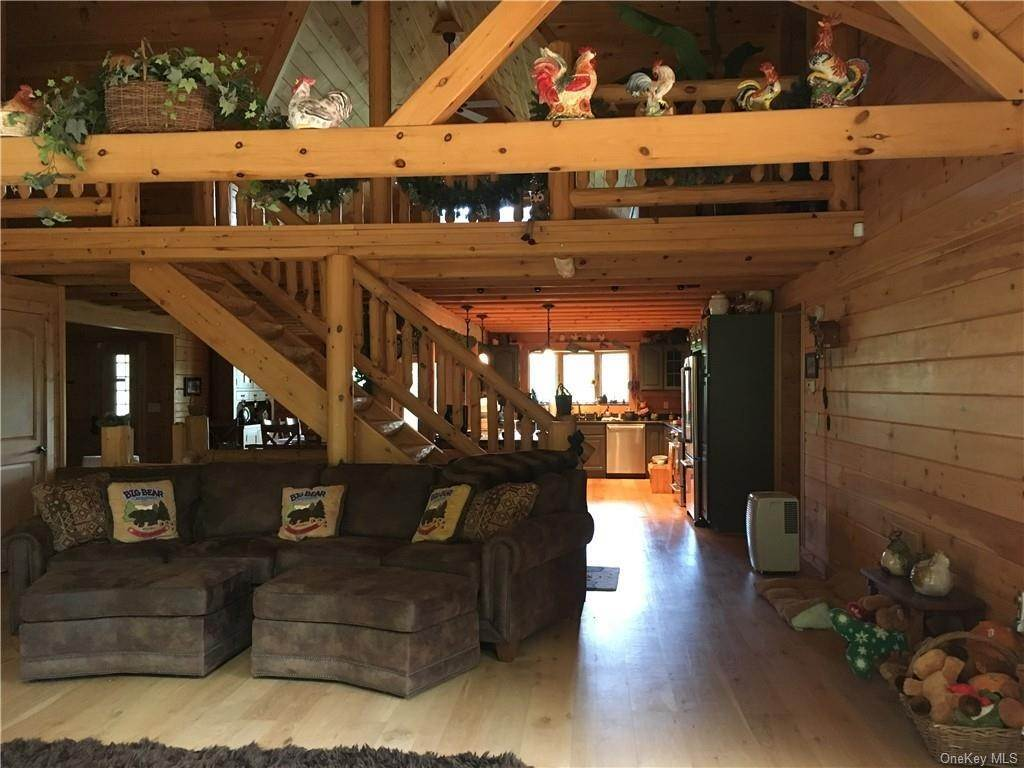 3. Residential for Sale at 10 Eagle Wood Vista Lane Warwick, New York 10990 United States