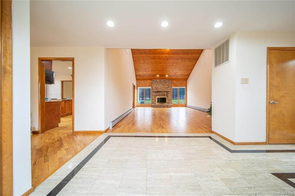 3. Residential for Sale at 4 Prior Court Palisades, New York 10964 United States