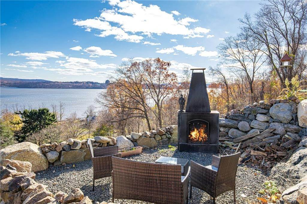 3. Residential for Sale at 4 Ayers Drive Tomkins Cove, New York 10986 United States