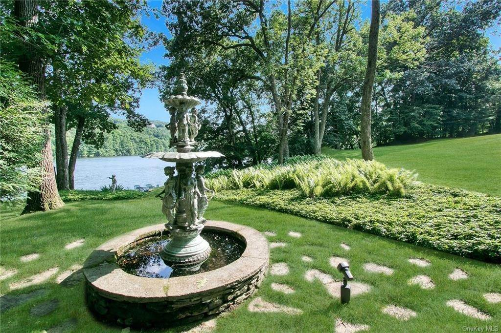 30. Residential for Sale at 17 Wee Wah Road Tuxedo Park, New York 10987 United States