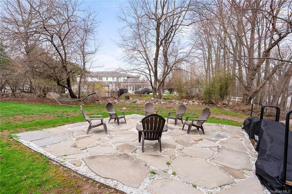 30. Residential for Sale at 35 Fieldstone Court New City, New York 10956 United States