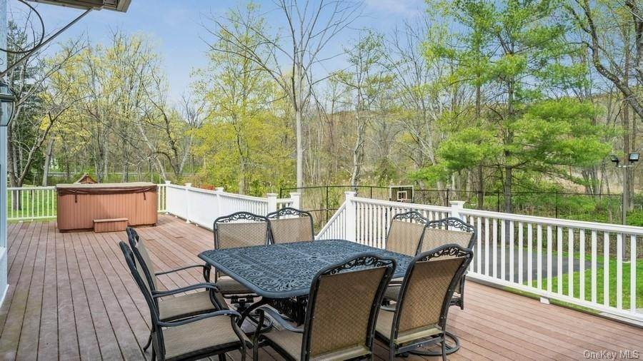 31. Residential for Sale at 7 Roberts Road New City, New York 10956 United States