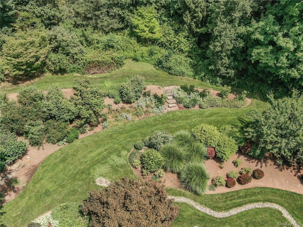 33. Residential for Sale at 649 S Mountain Road, Clarkstown, NY 10956 New City, New York 10956 United States