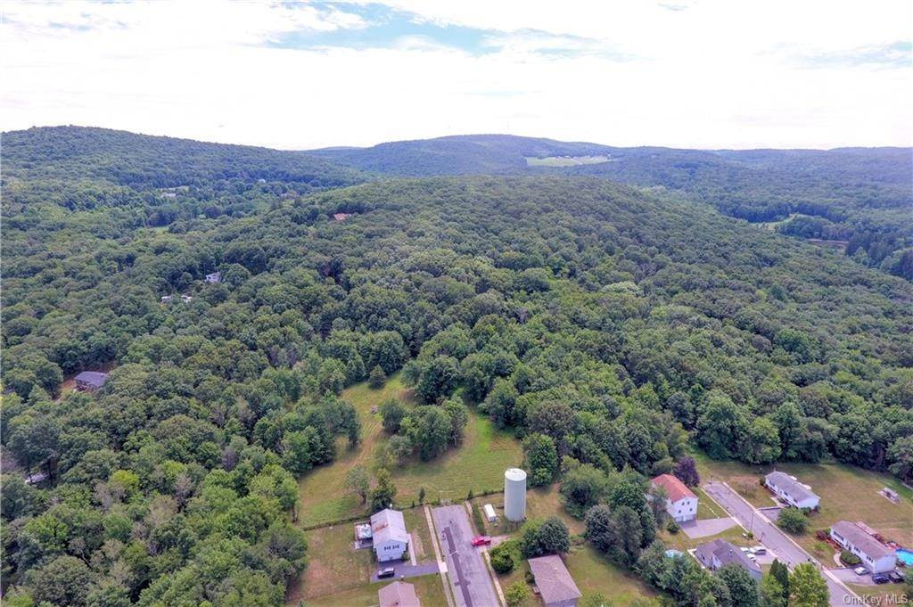 34. Residential for Sale at 86 Brady Road Warwick, New York 10990 United States