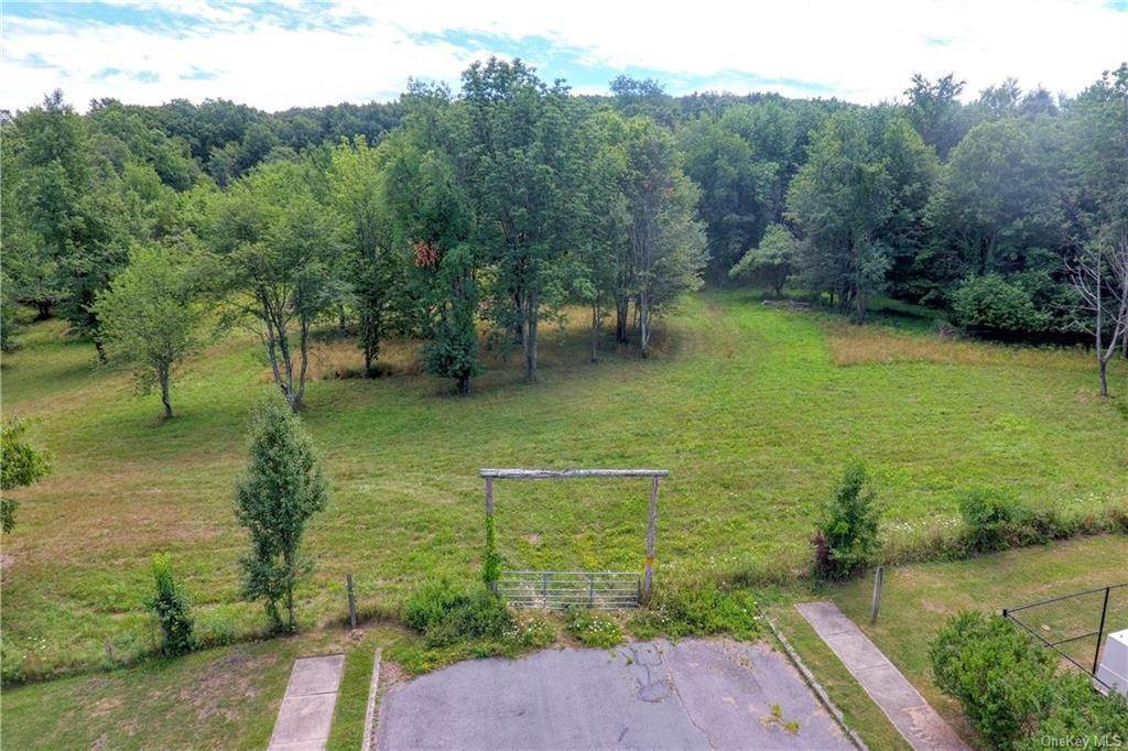 35. Residential for Sale at 86 Brady Road Warwick, New York 10990 United States