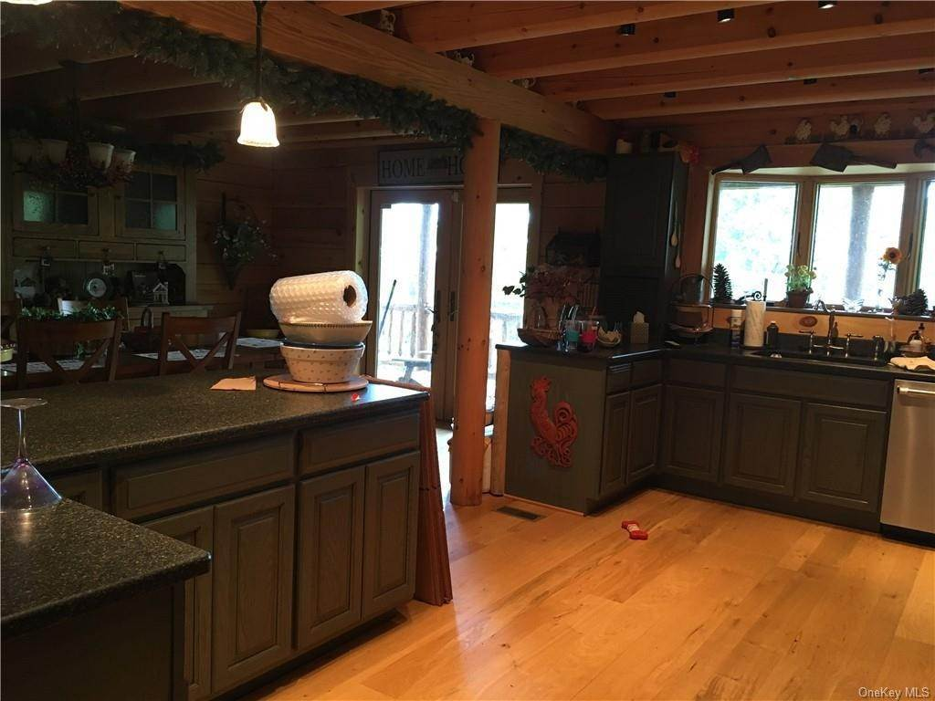 4. Residential for Sale at 10 Eagle Wood Vista Lane Warwick, New York 10990 United States