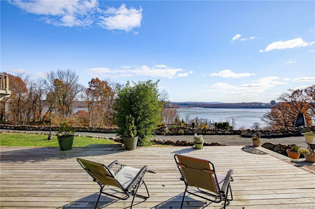 4. Residential for Sale at 4 Ayers Drive Tomkins Cove, New York 10986 United States