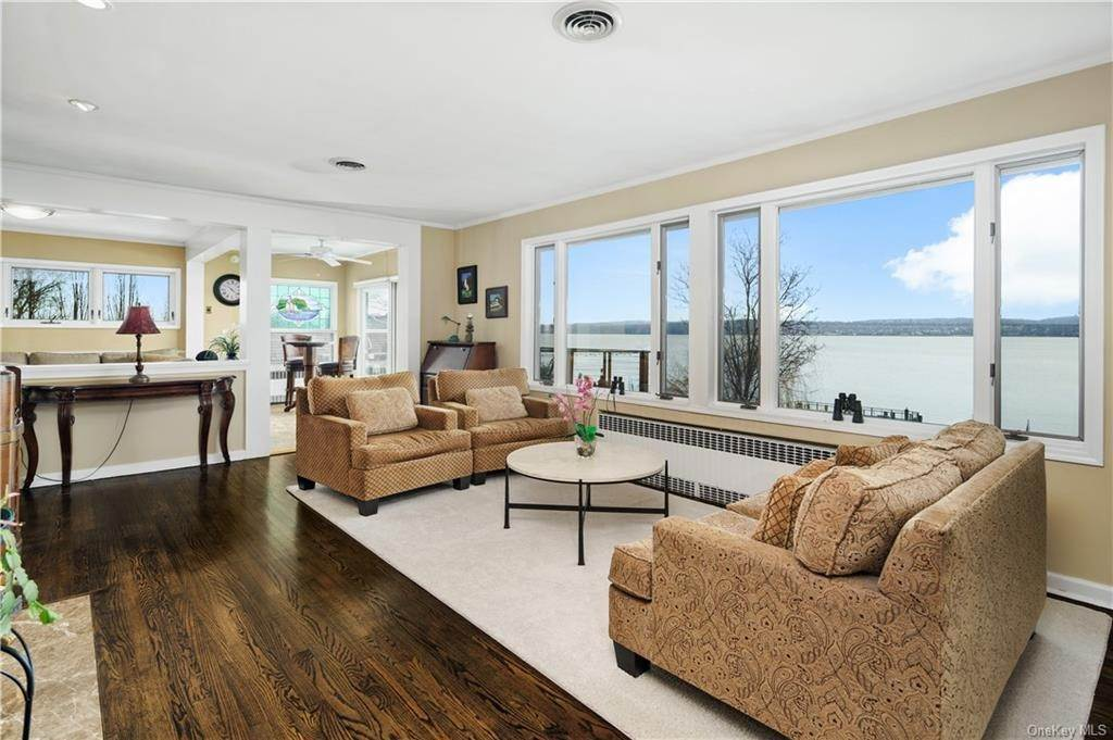 4. Residential for Sale at 5 Edgewater Lane Nyack, New York 10960 United States