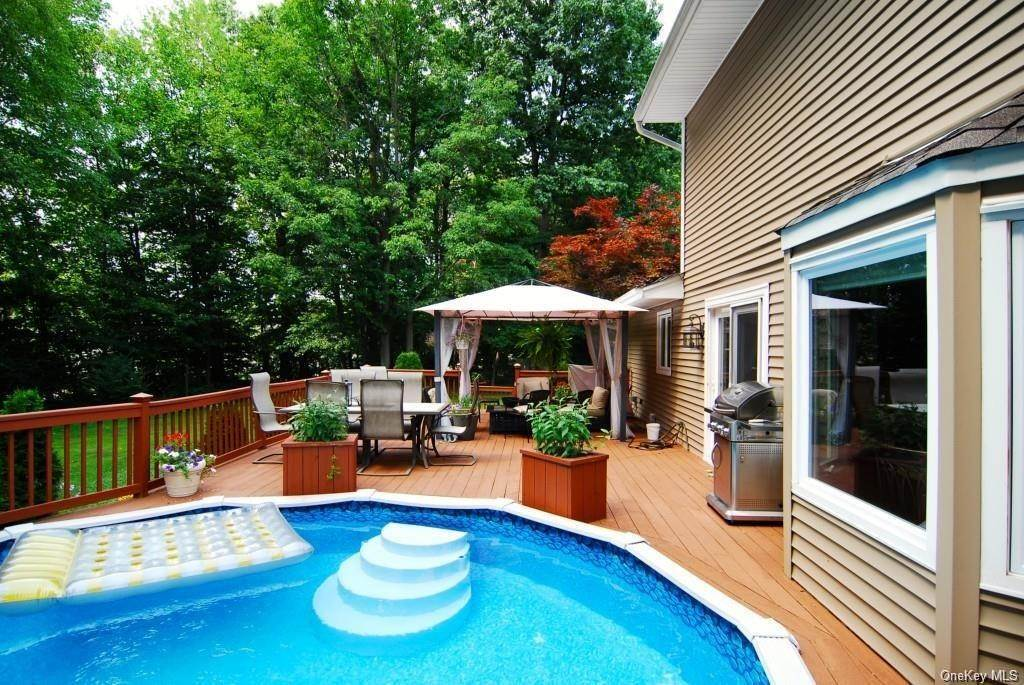 4. Residential for Sale at 411 White Oak Road Palisades, New York 10964 United States