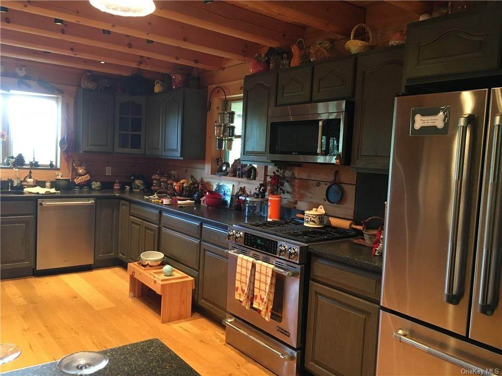 5. Residential for Sale at 10 Eagle Wood Vista Lane Warwick, New York 10990 United States
