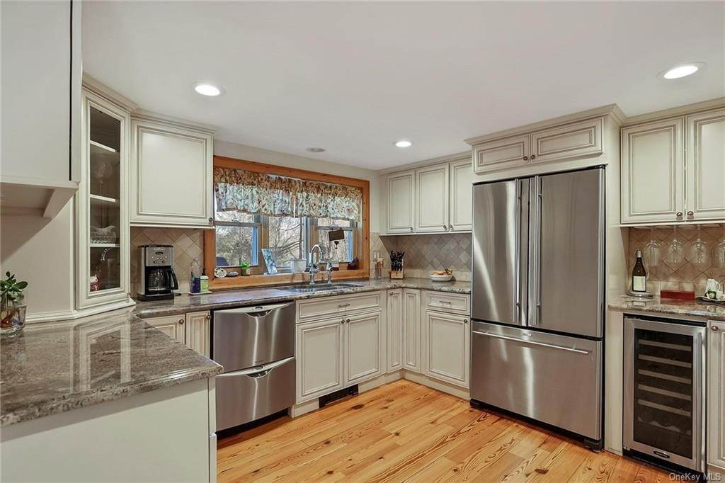 5. Residential for Sale at 195 Parrott Road West Nyack, New York 10994 United States