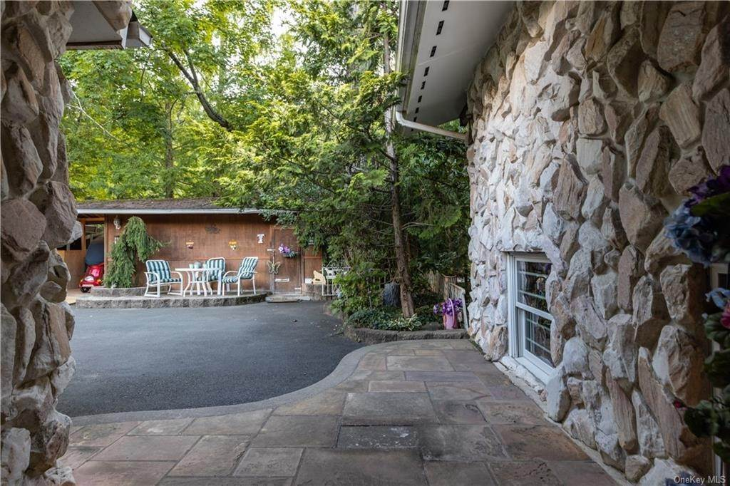 6. Residential for Sale at 4 Conklin Road New City, New York 10956 United States