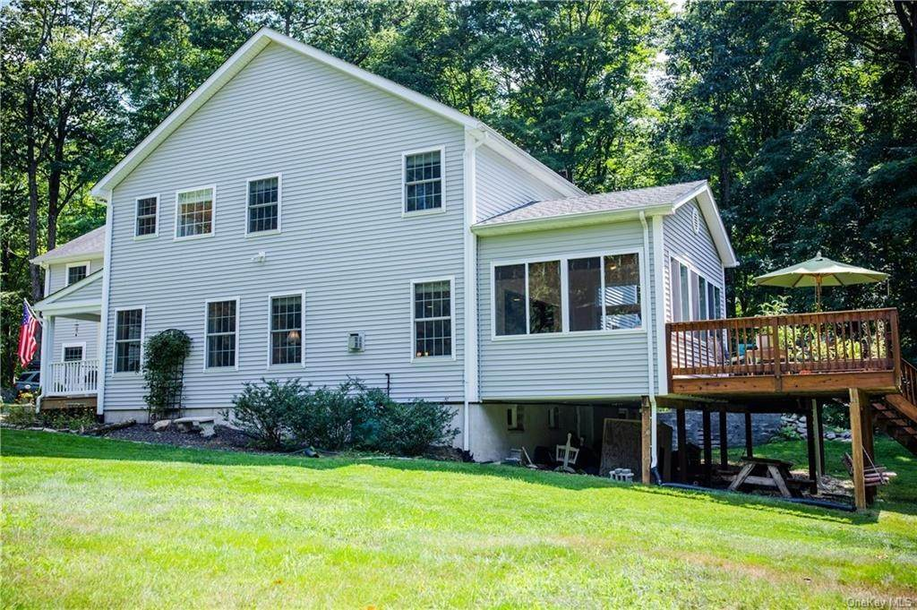 6. Residential for Sale at 11 Racoon Lane Cornwall, New York 12518 United States