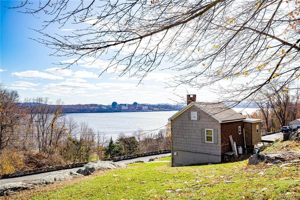 7. Residential for Sale at 4 Ayers Drive Tomkins Cove, New York 10986 United States