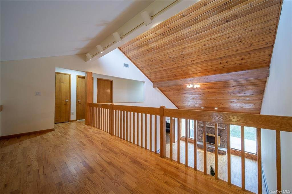 8. Residential for Sale at 4 Prior Court Palisades, New York 10964 United States