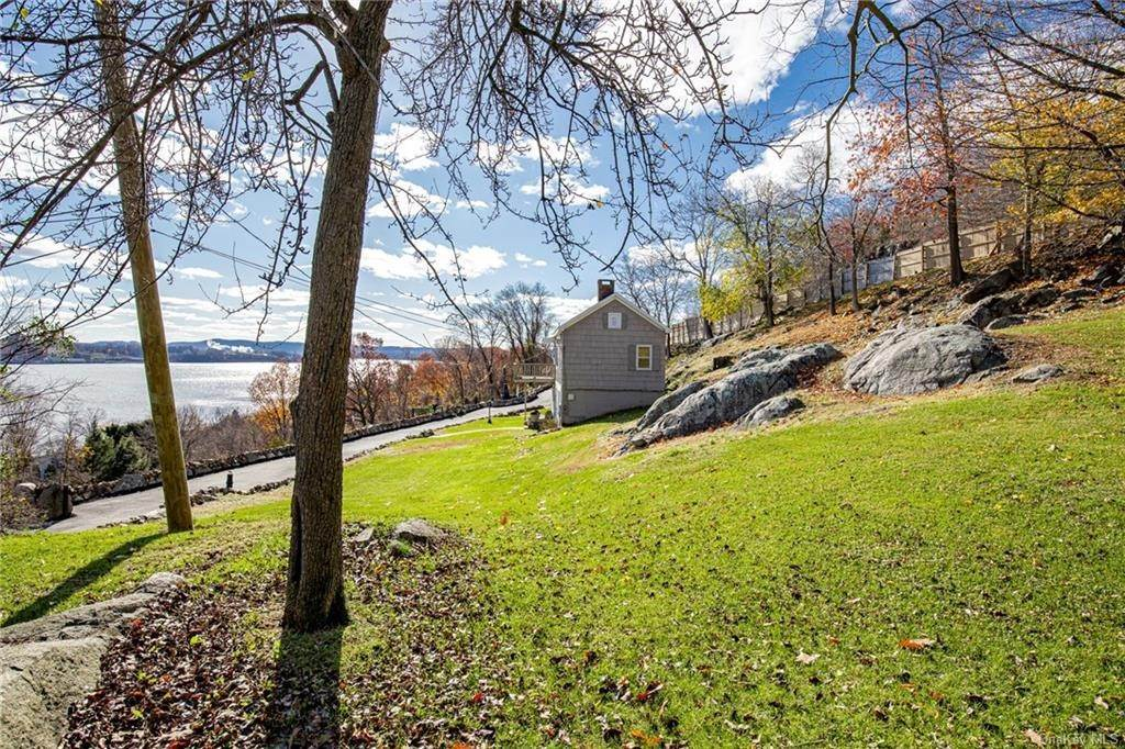 8. Residential for Sale at 4 Ayers Drive Tomkins Cove, New York 10986 United States