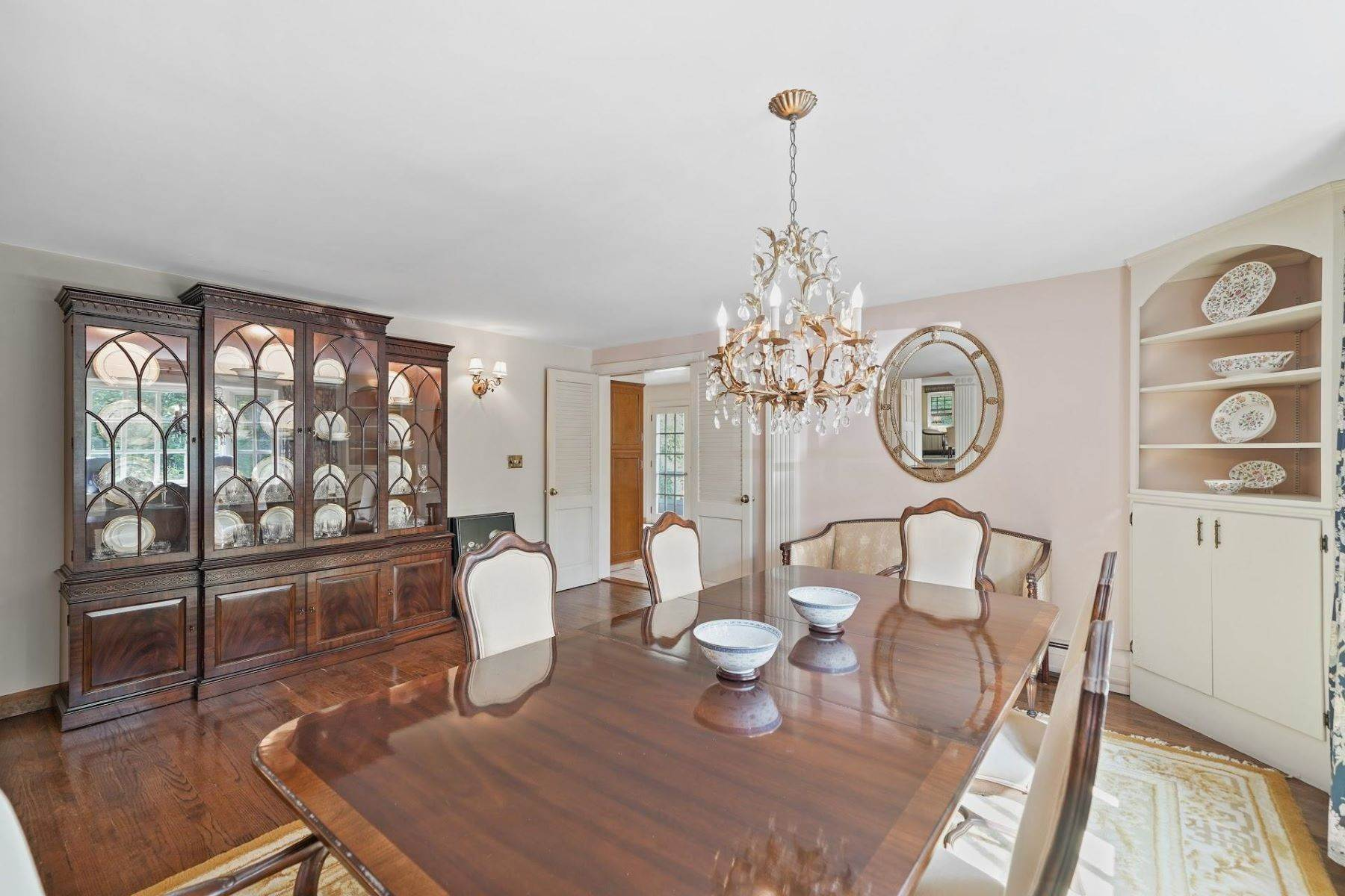 8. Single Family Homes for Sale at Mortimer Carriage House 32 Lookout Road Tuxedo Park, New York 10987 United States