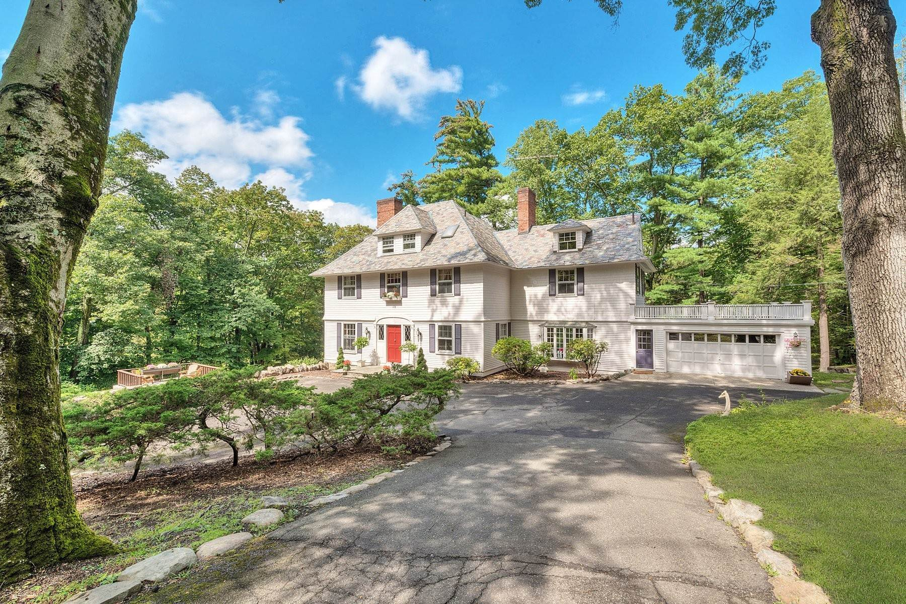Single Family Homes por un Venta en 'Horace Waldo Cottage' 160 Continental Road Tuxedo Park, Nueva York 10987 Estados Unidos