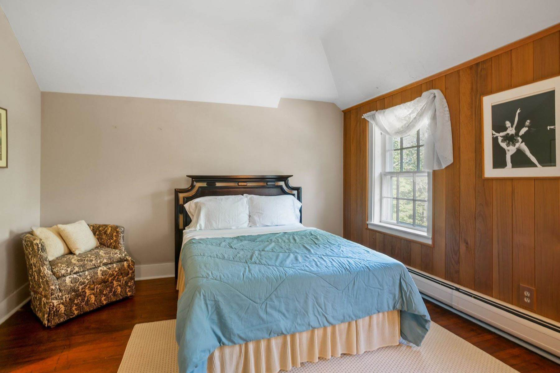 22. Single Family Homes for Sale at Mortimer Carriage House 32 Lookout Road Tuxedo Park, New York 10987 United States