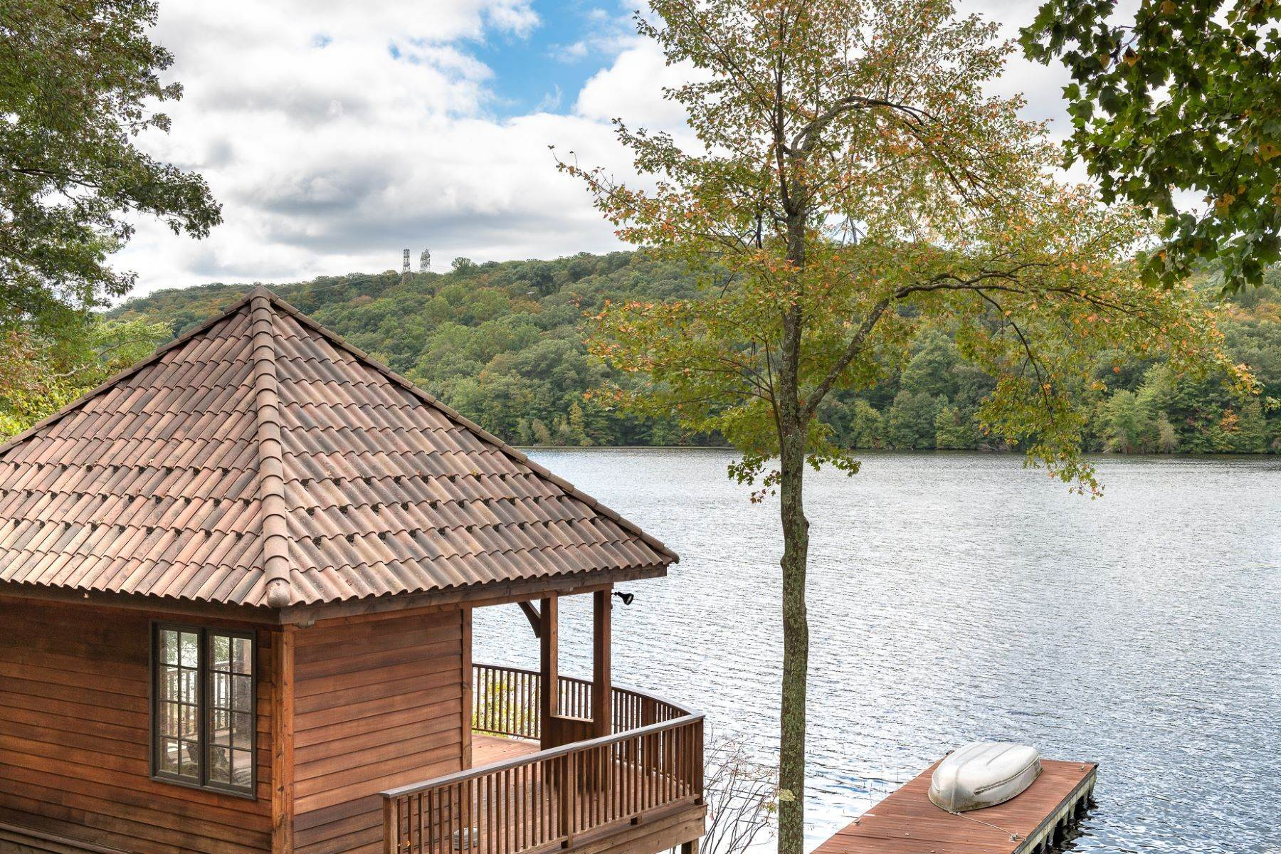 3. Single Family Homes for Sale at Exclusive Waterfront Home 4 Old Cranberry Road Pierson Lakes, New York 10974 United States