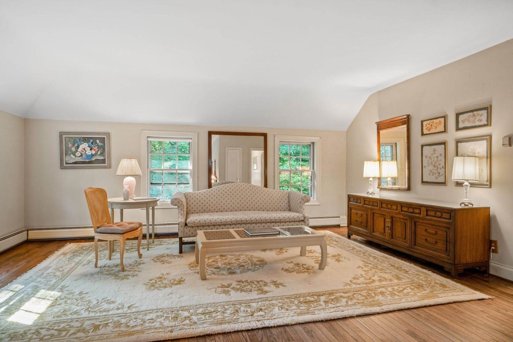 17. Single Family Homes for Sale at Mortimer Carriage House 32 Lookout Road Tuxedo Park, New York 10987 United States