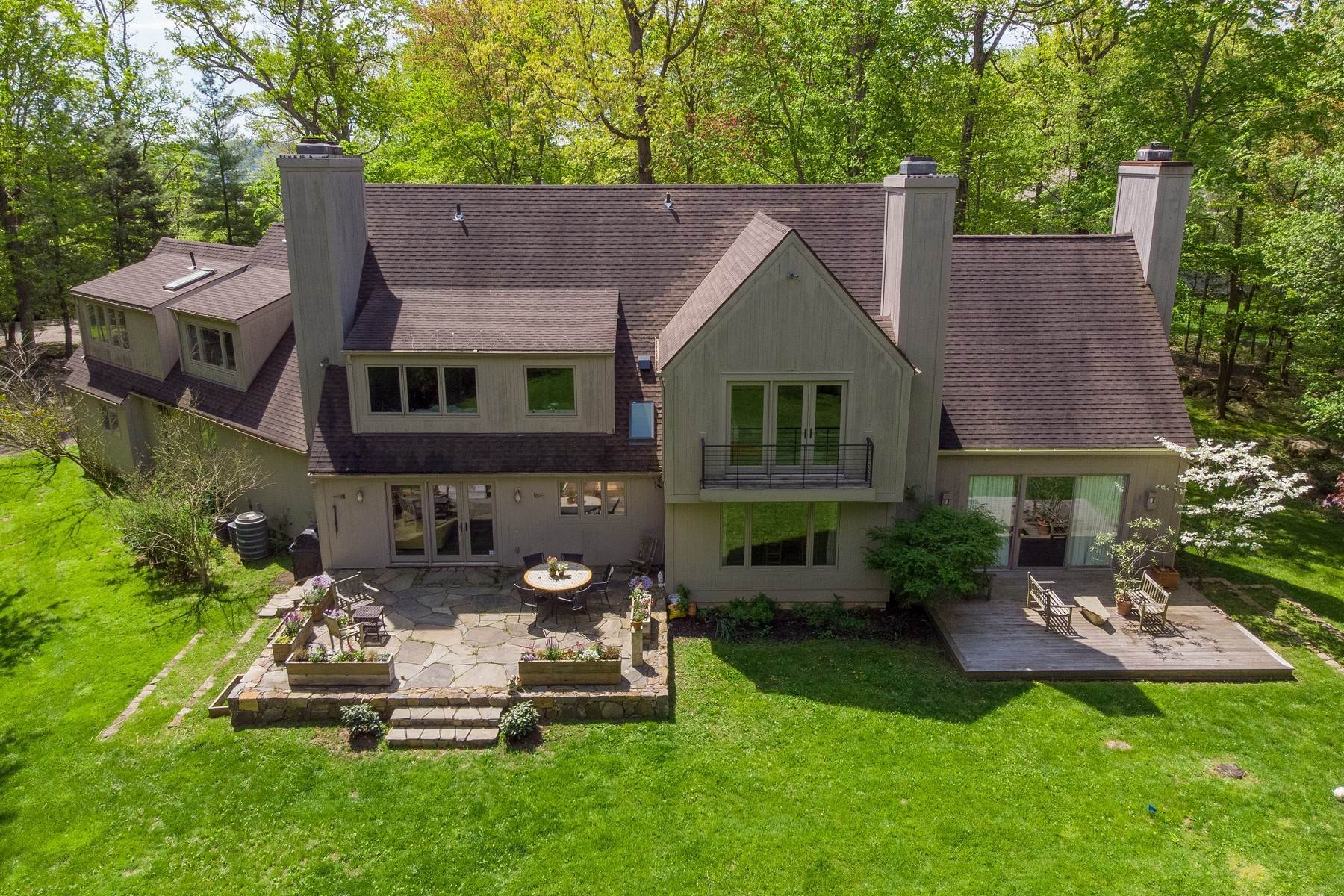 34. Single Family Homes for Sale at The Vineyard House 50 Woods Road Palisades, New York 10964 United States