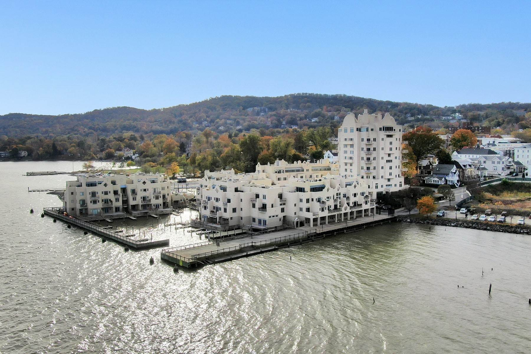24. Condominiums for Sale at Extraordinary Hudson Riverfront Condo 2 BURD STREET Nyack, New York 10960 United States