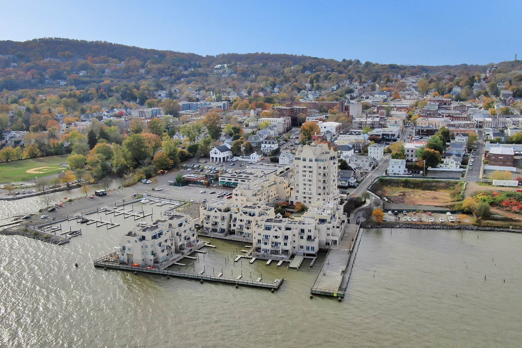 23. Condominiums for Sale at Extraordinary Hudson Riverfront Condo 2 BURD STREET Nyack, New York 10960 United States