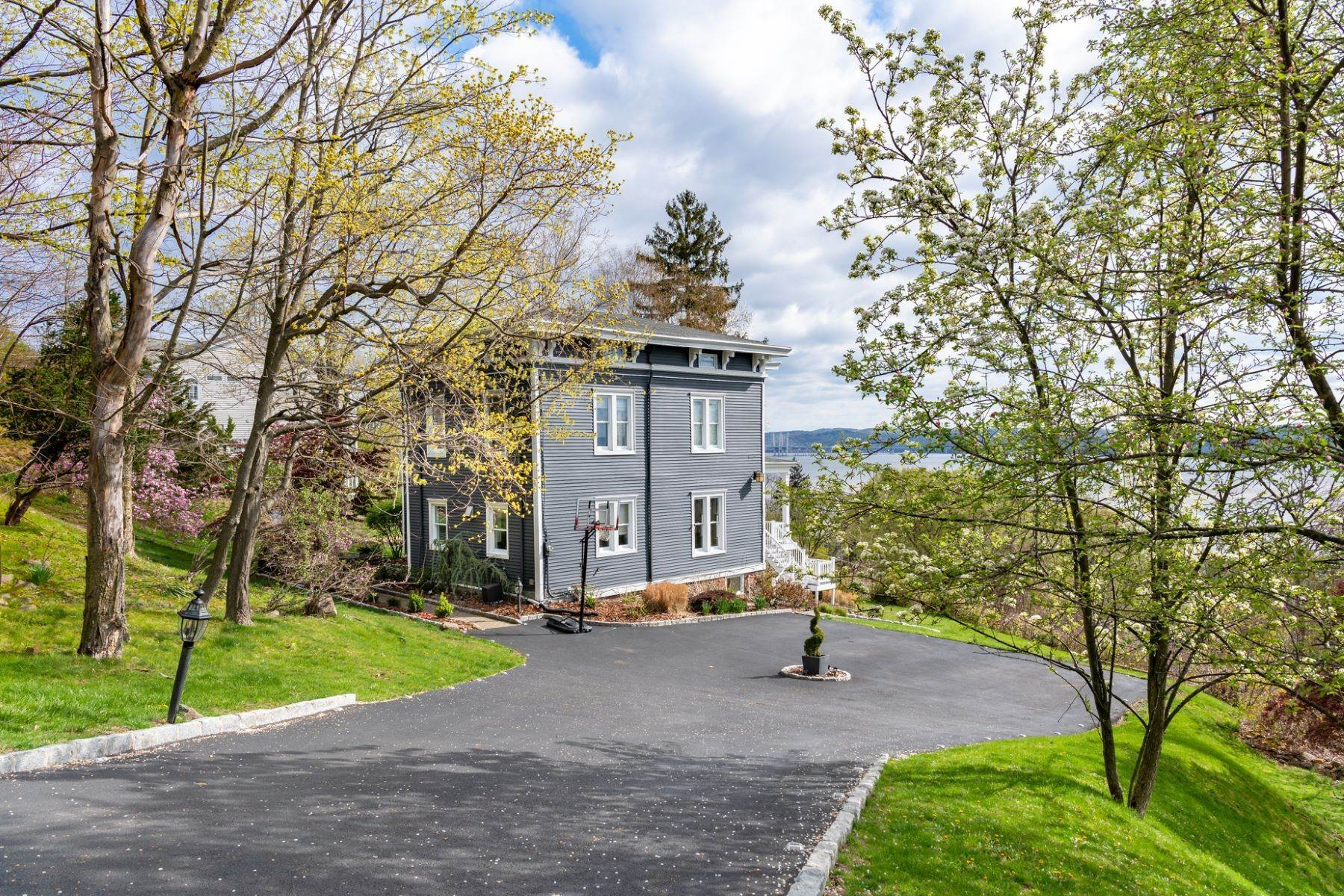 32. Single Family Homes for Sale at 'Freneau House' 211 Tweed Blvd. Piermont, New York 10968 United States