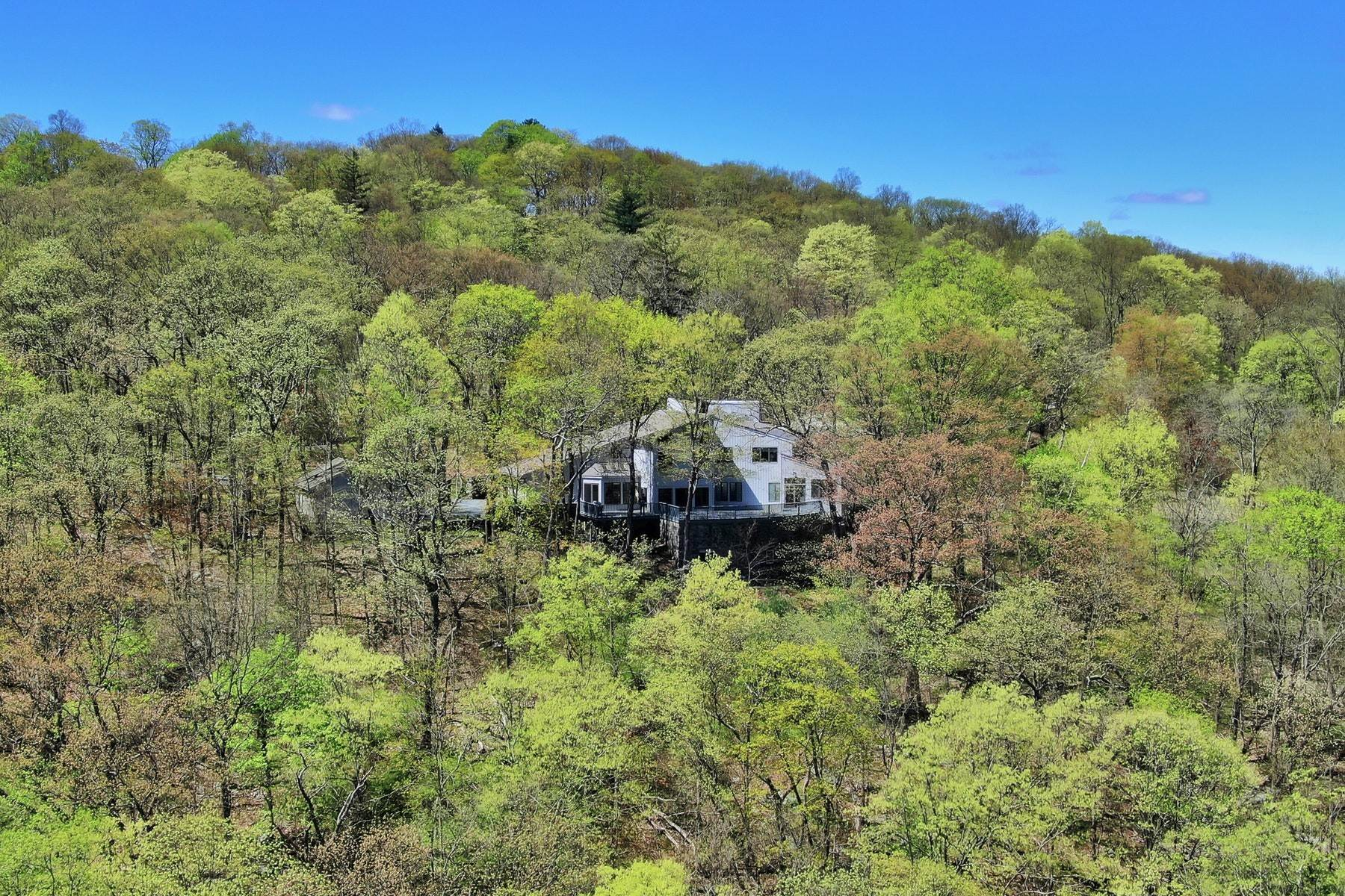 28. Single Family Homes for Sale at Four Seasons 57 Lookout Road Tuxedo Park, New York 10987 United States