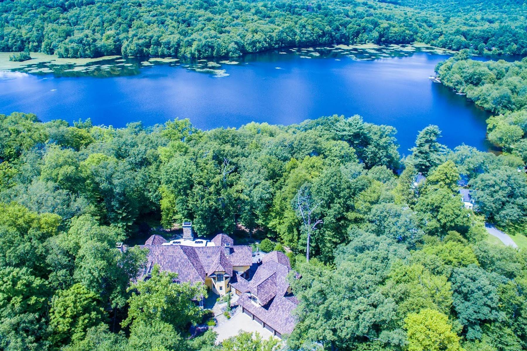 2. Single Family Homes for Sale at Exclusive Waterfront Home 4 Old Cranberry Road Pierson Lakes, New York 10974 United States