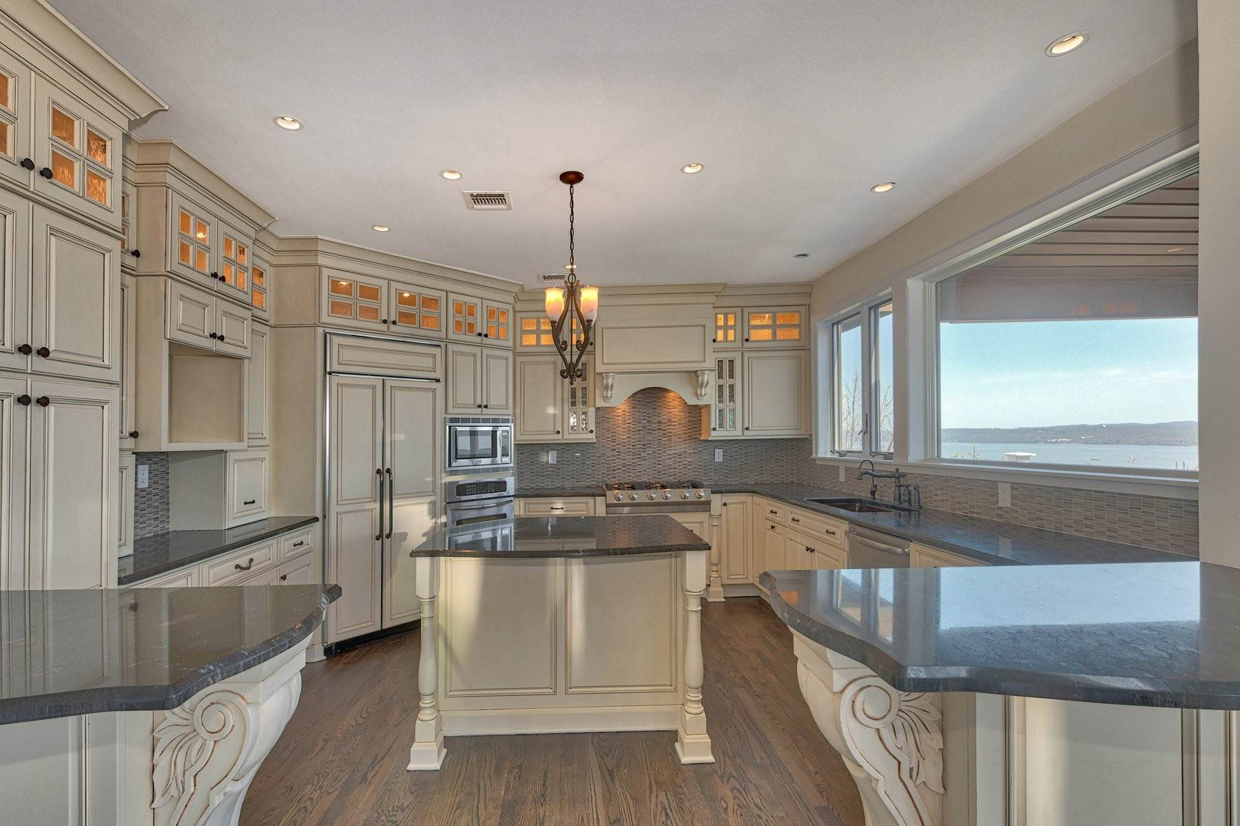 14. Single Family Homes for Sale at Mediterranean Style - Hudson River Views 119 Tweed Blvd. Upper Grandview, New York 10960 United States
