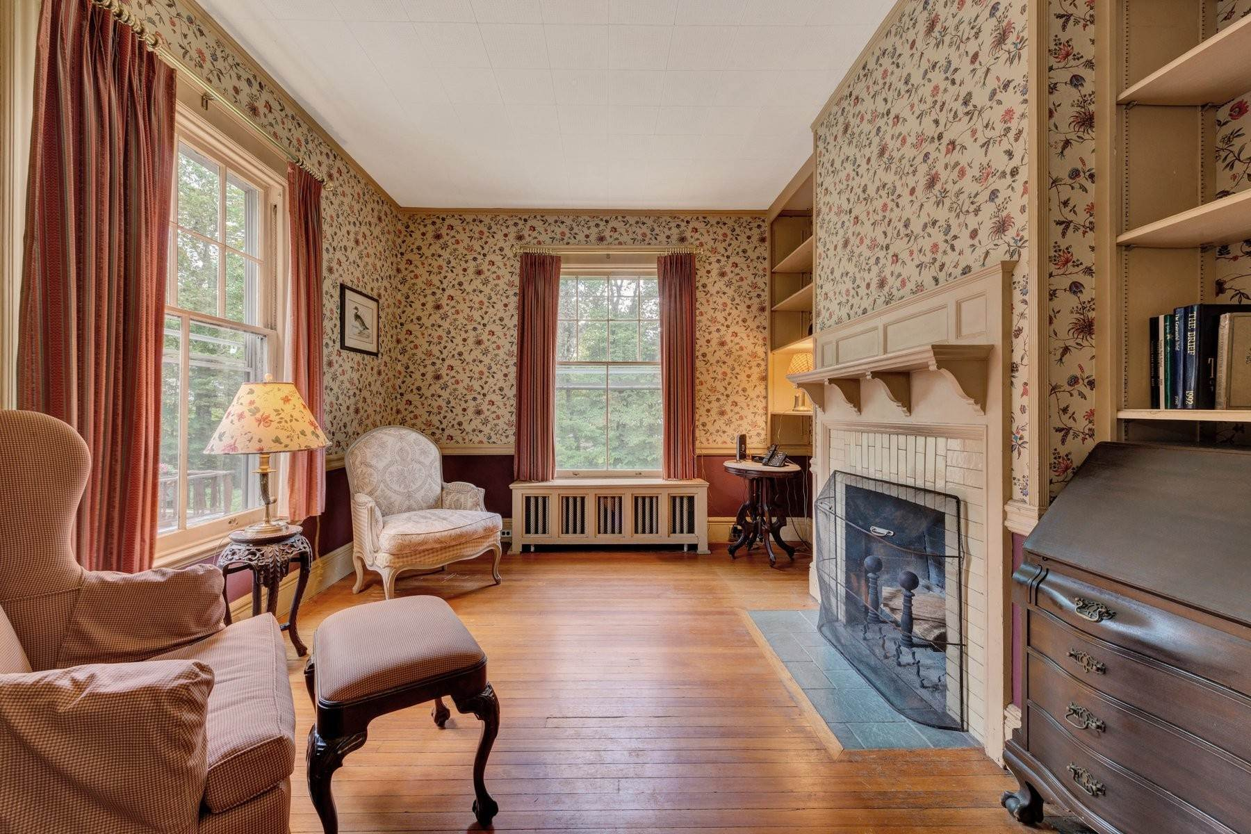 8. Single Family Homes for Sale at 'Horace Waldo Cottage' 160 Continental Road Tuxedo Park, New York 10987 United States