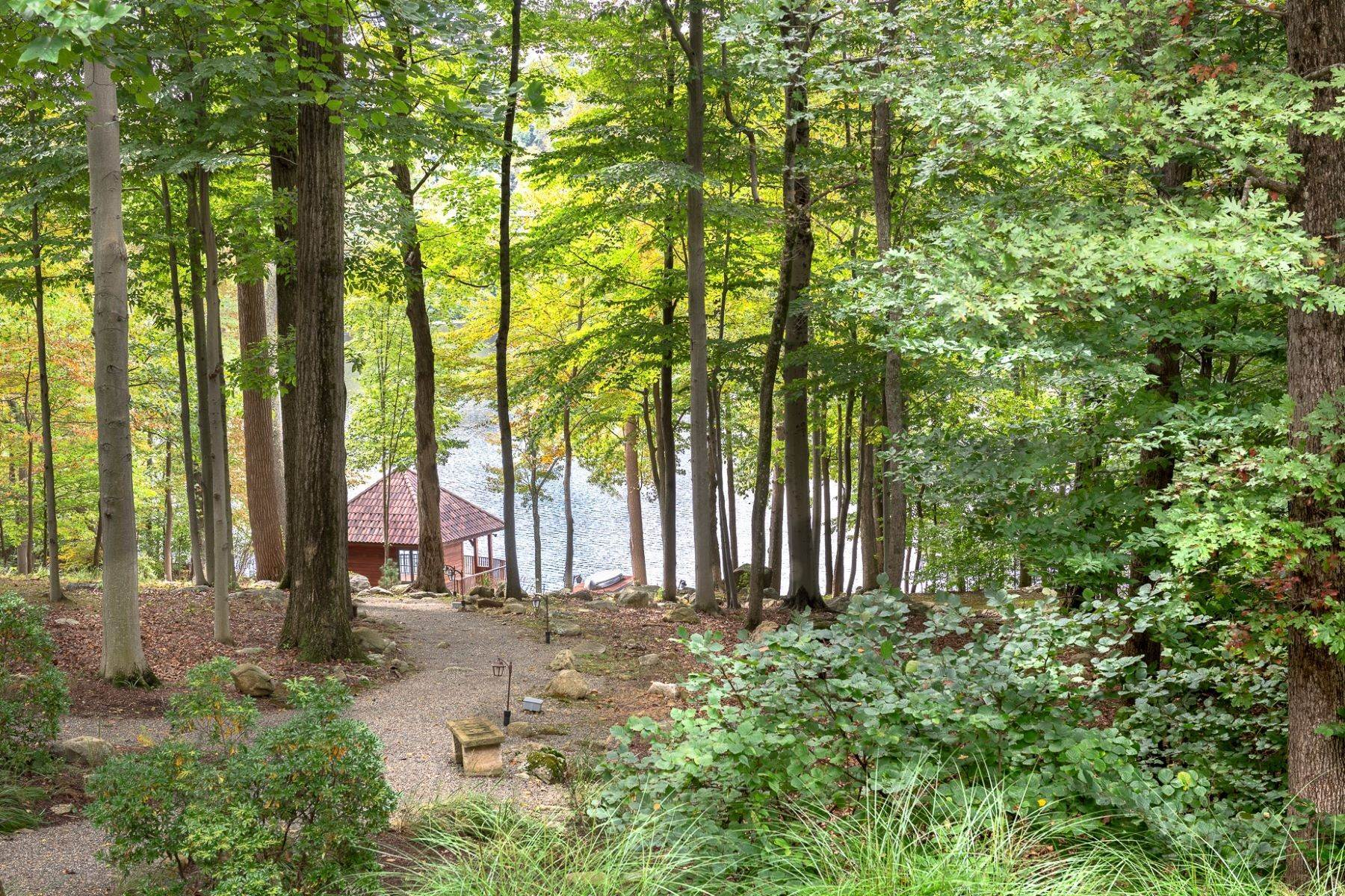 29. Single Family Homes for Sale at Exclusive Waterfront Home 4 Old Cranberry Road Pierson Lakes, New York 10974 United States