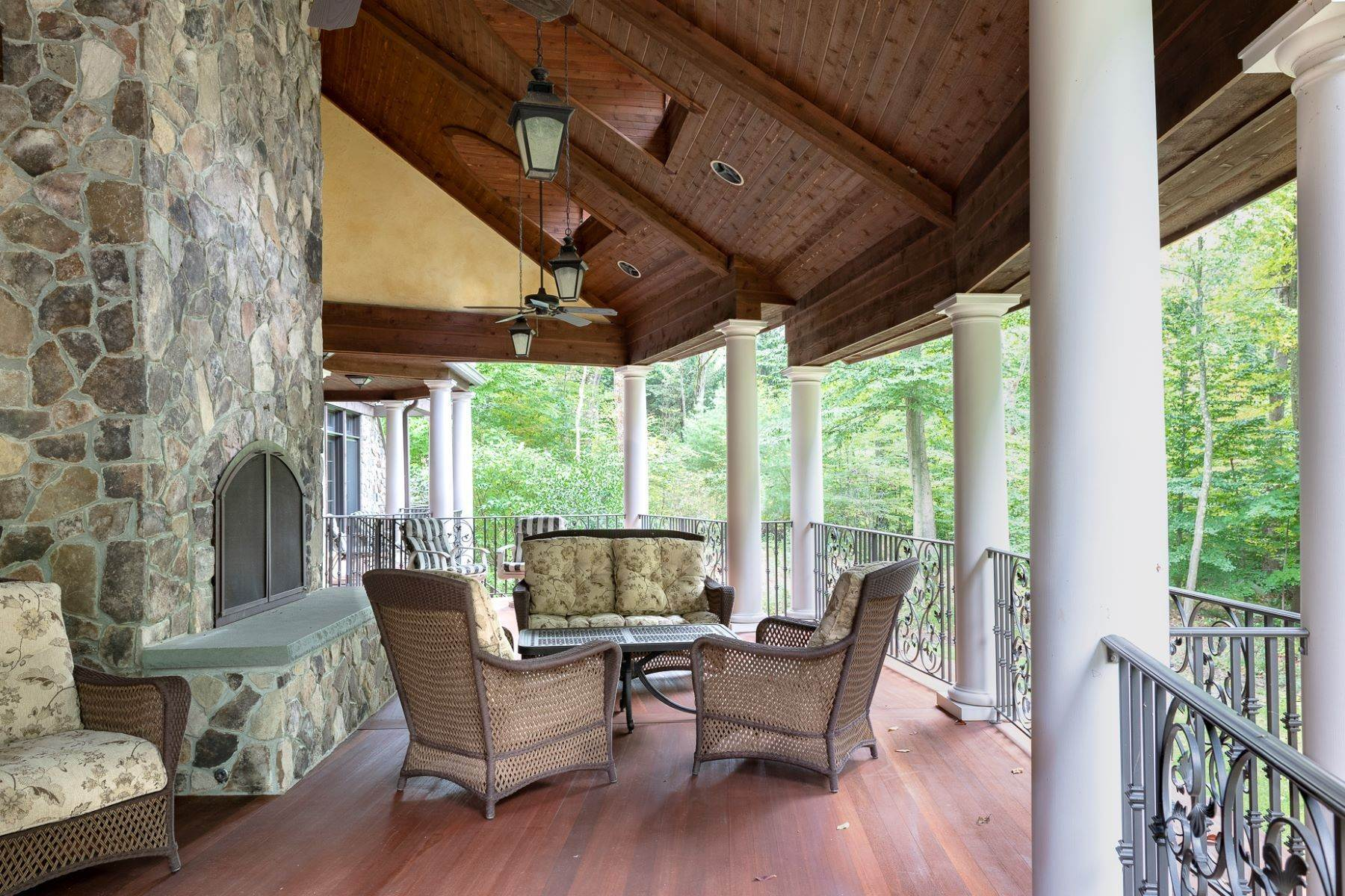 25. Single Family Homes for Sale at Exclusive Waterfront Home 4 Old Cranberry Road Pierson Lakes, New York 10974 United States