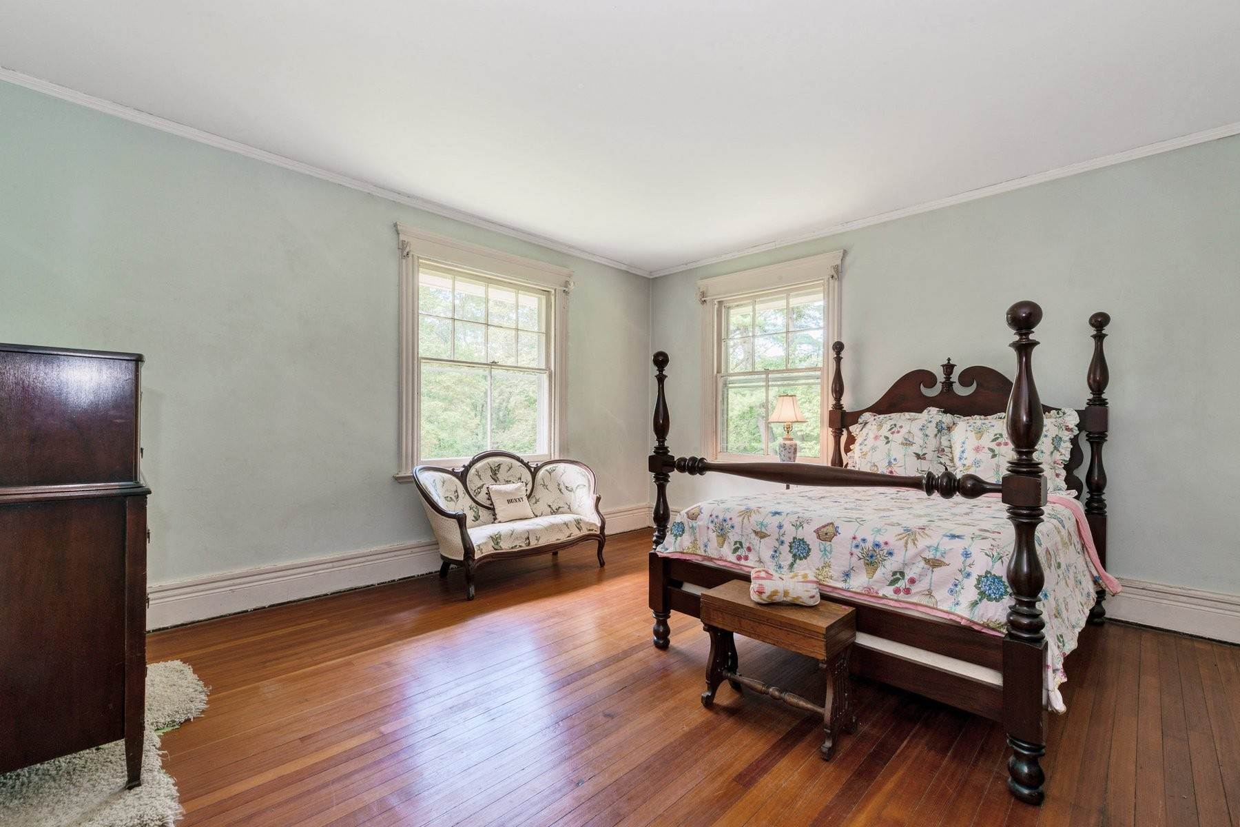 17. Single Family Homes for Sale at 'Horace Waldo Cottage' 160 Continental Road Tuxedo Park, New York 10987 United States