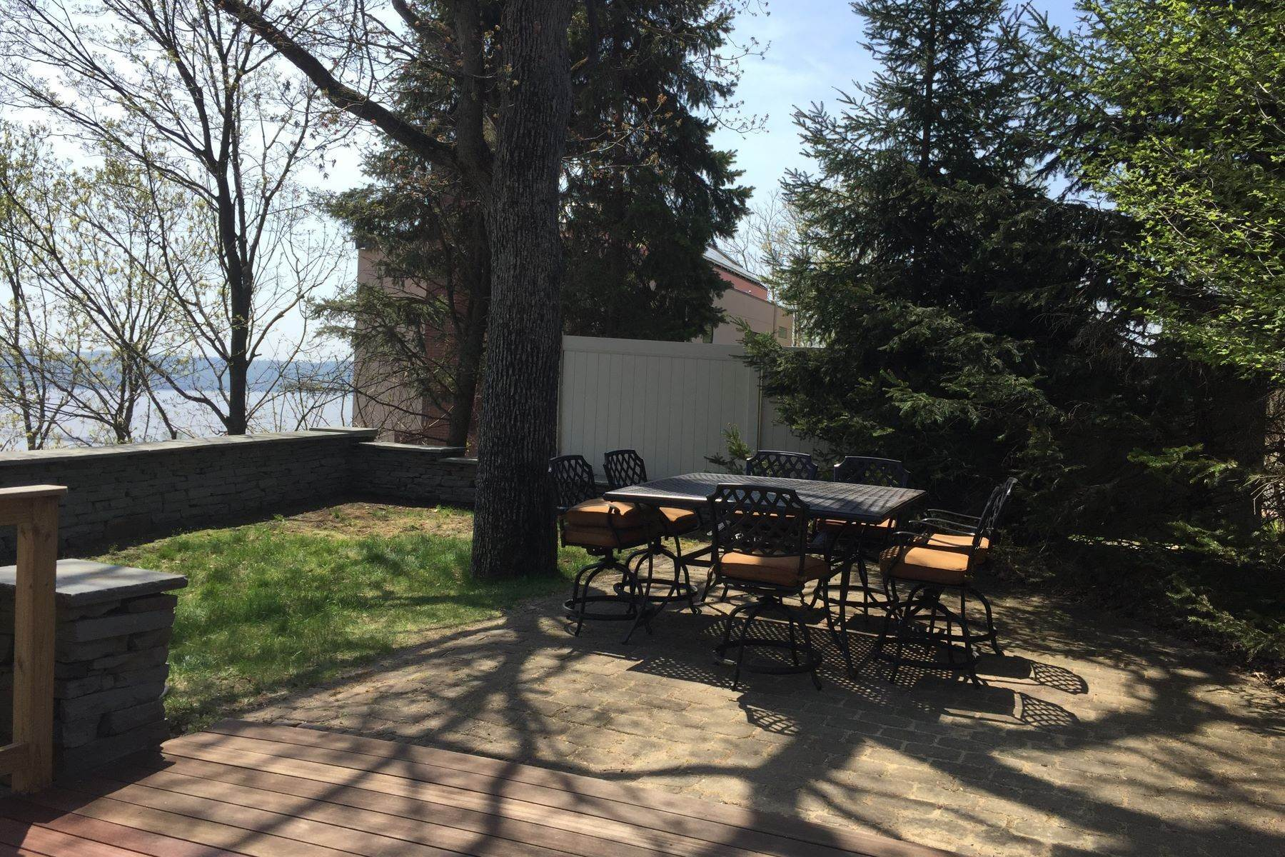31. Single Family Homes for Sale at Mediterranean Style - Hudson River Views 119 Tweed Blvd. Upper Grandview, New York 10960 United States