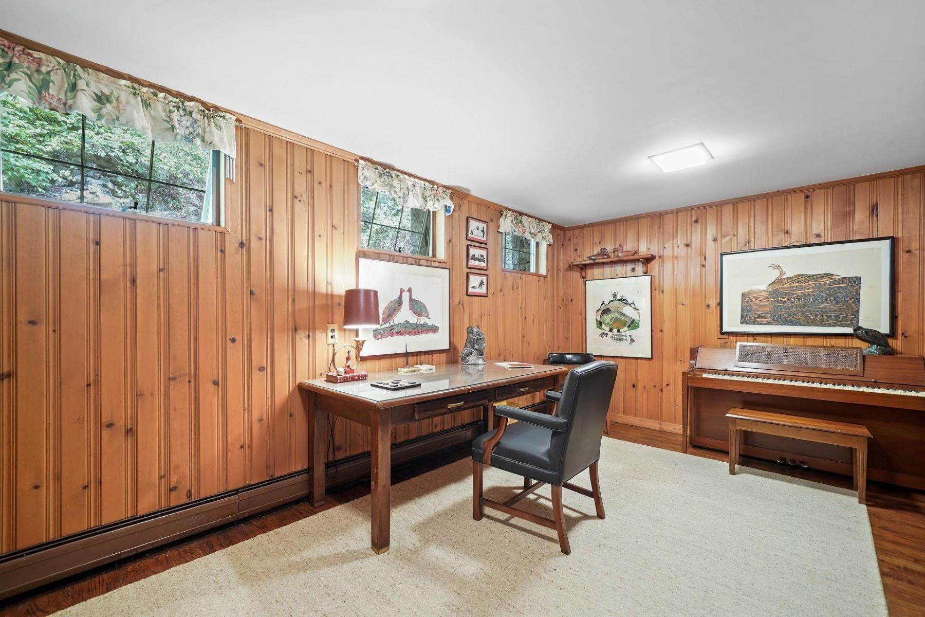 10. Single Family Homes for Sale at Mortimer Carriage House 32 Lookout Road Tuxedo Park, New York 10987 United States