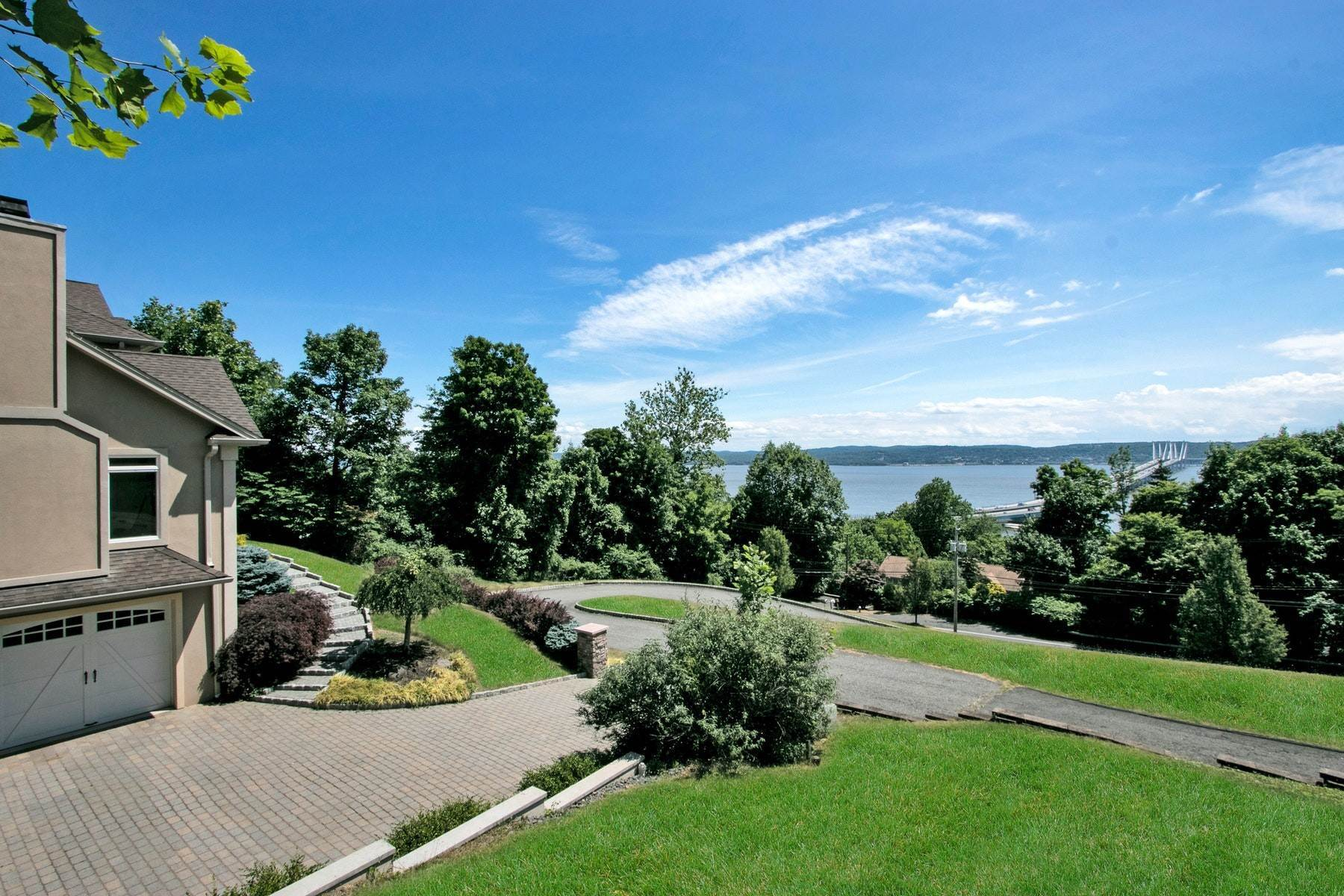 4. Single Family Homes for Sale at Majestic Hudson River Views 1098 Route 9W Upper Grandview, New York 10960 United States