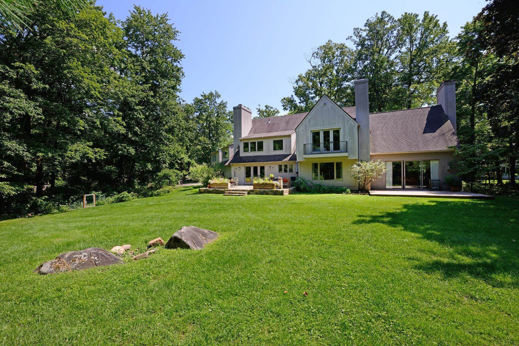 31. Single Family Homes for Sale at The Vineyard House 50 Woods Road Palisades, New York 10964 United States
