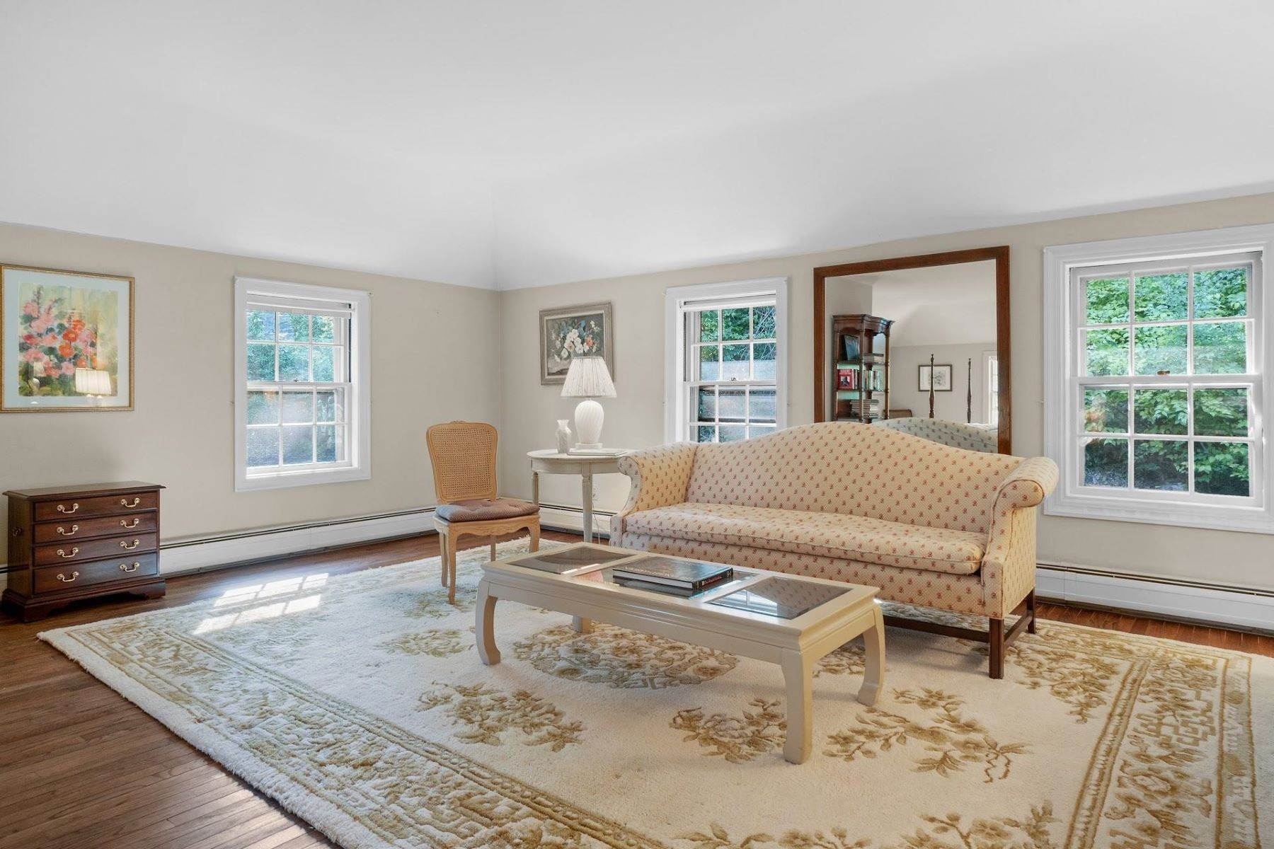 18. Single Family Homes for Sale at Mortimer Carriage House 32 Lookout Road Tuxedo Park, New York 10987 United States