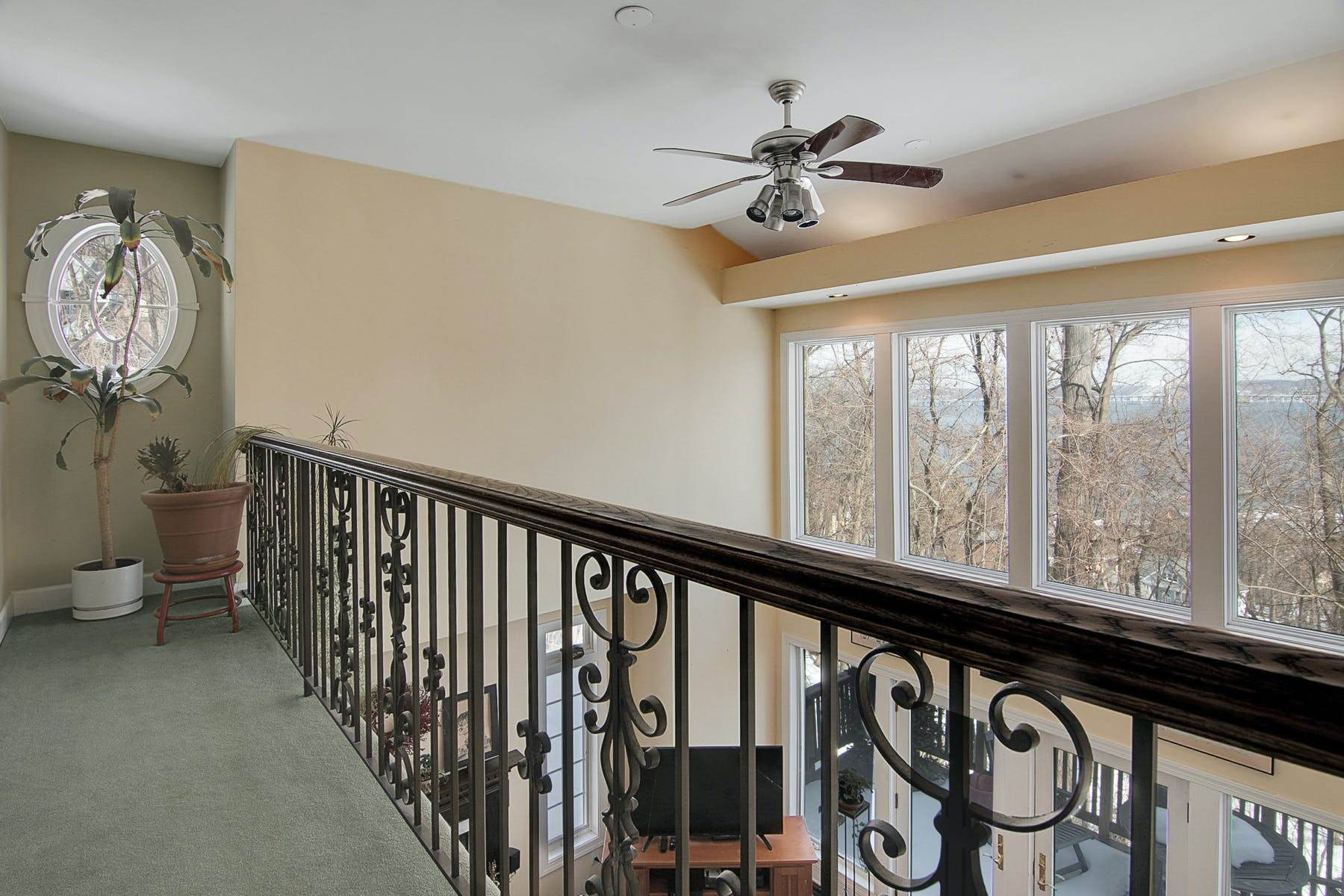11. Single Family Homes for Sale at Colonial in Private Setting with Hudson River Views 50 Franklin Street Piermont, New York 10968 United States
