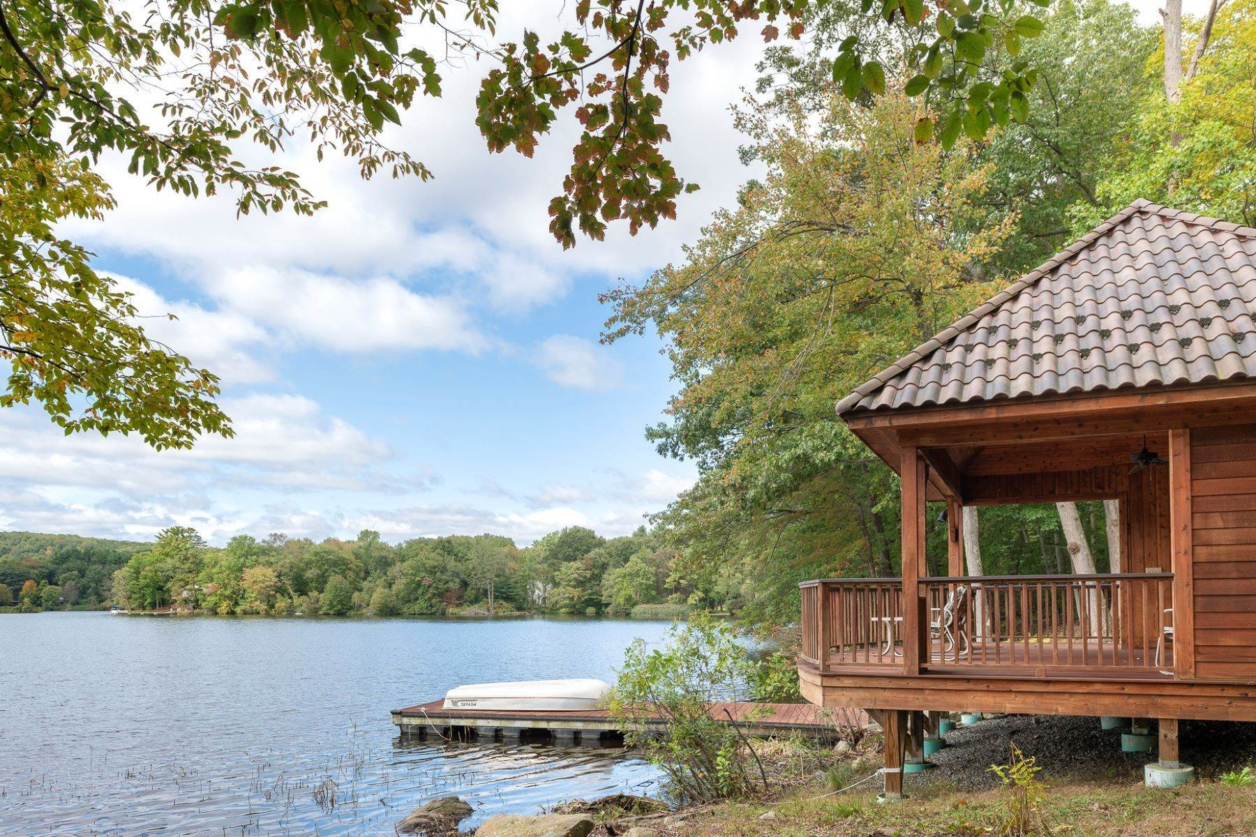 30. Single Family Homes for Sale at Exclusive Waterfront Home 4 Old Cranberry Road Pierson Lakes, New York 10974 United States