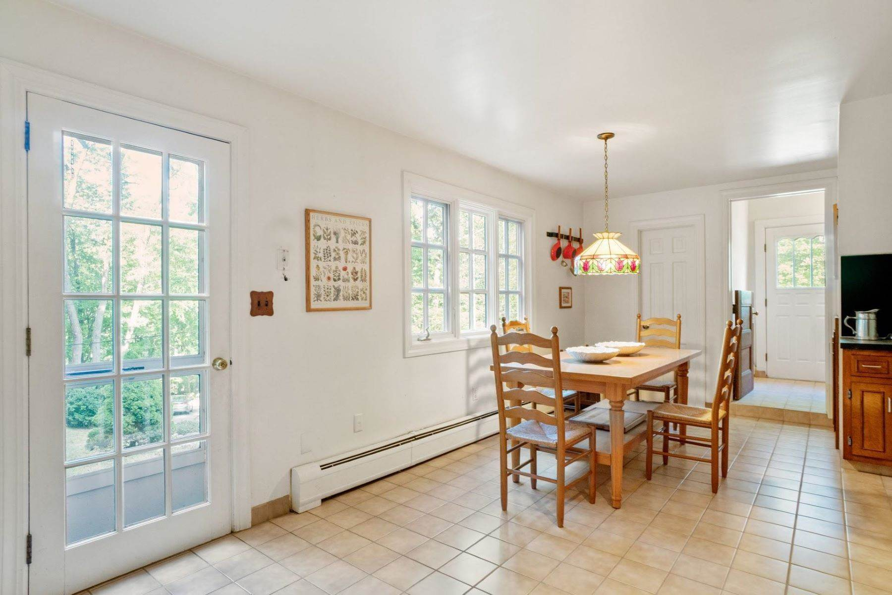 14. Single Family Homes for Sale at Mortimer Carriage House 32 Lookout Road Tuxedo Park, New York 10987 United States