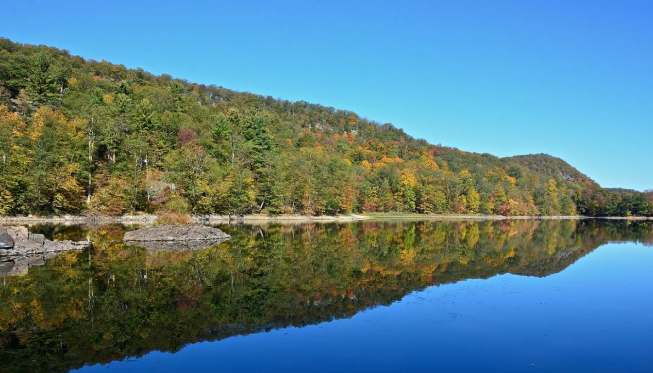 This private lakefront lot in Tuxedo Park is available for $800,000